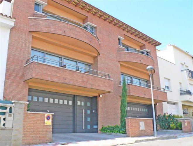 Palafolls-Inmobiliaria-Salmerón-2-casas-adosadas-C.-Xon-Roure-2001-21