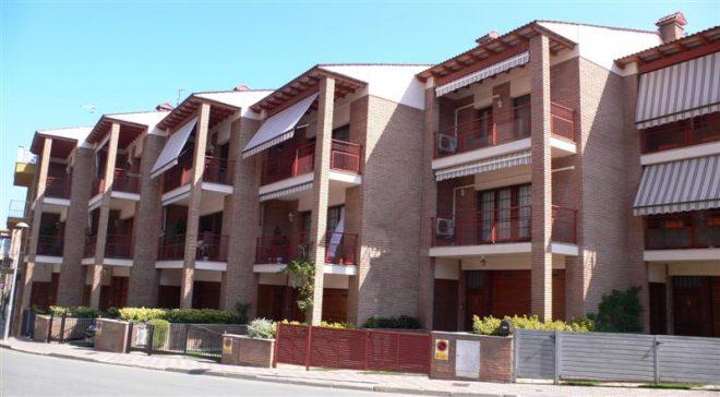 Palafolls Béns Salmerón 4+4 casa adosadas C. Ramón Turró 1995-1997 (2)