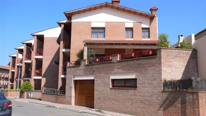 Palafolls Béns Salmerón 4+4 casa adosadas C. Ramón Turró 1995-1997 (3)