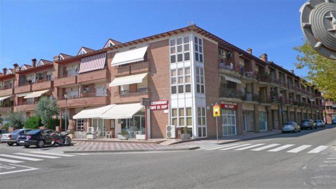 Palafolls Inmobiliaria Salmerón 4 Casas adosadas + 8 pisos y 4 locales C. Ramón Turró esq. Riera de la Burgada y Pompeu Fabra 1995-1997