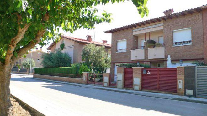Palafolls Inmobiliaria Salmerón 3+2 casas en C. Salvador Esdpriu esq. C. Jacinto Verdaguer Santa Susanna 2000-2001 (2)