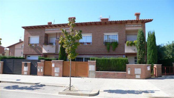 Palafolls Inmobiliaria Salmerón 3+2 casas en C. Salvador Esdpriu esq. C. Jacinto Verdaguer Santa Susanna 2000-2001