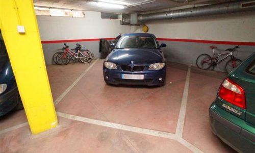 """""""P-1453 Palafolls centro Plaza grande aparcamiento apta para coche grande y motos"""""""
