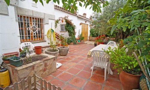 """""""B-1484 Blanes excelente casa independiente a pocos metros de la playa con amplio jardin"""""""