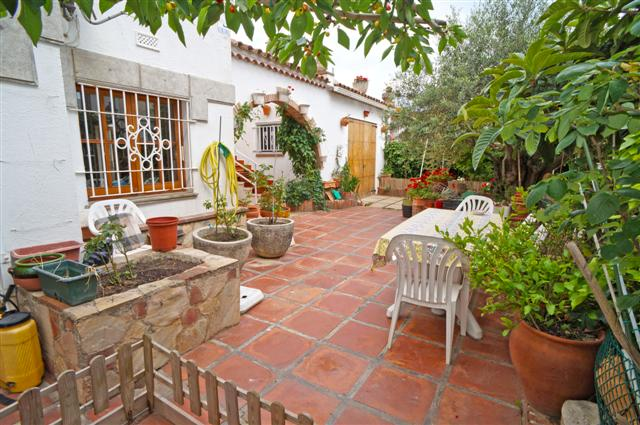 B-1484 Blanes Excellent detached house a few meters from the beach with large garden