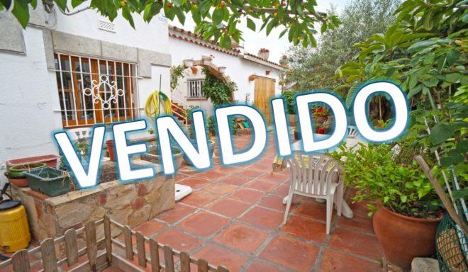 B-1484 Blanes excelente casa independiente a pocos metros de la playa con amplio jardin