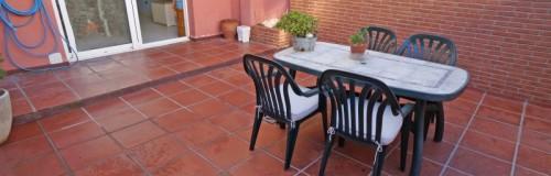 P-1529 Palafolls centro impecable casa adosada reformada mitorios con patio y garaje