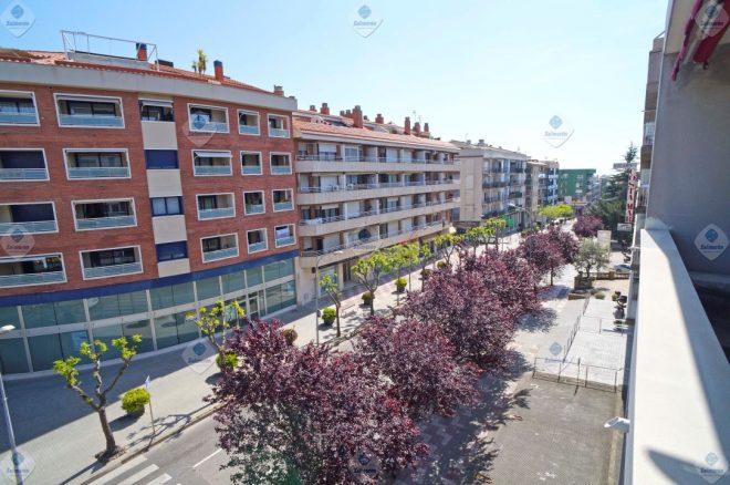 B-1627 Blanes excelente piso 3 dormitorios de obra moderna en perfecto estado con parking