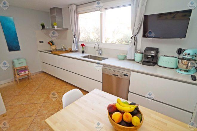 P-1694 Palafolls centro impecable casa adosada con garaje y patio en venta