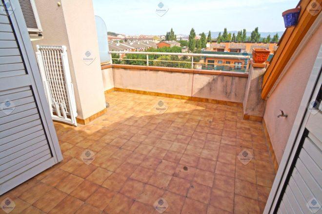 P-1708 Palafolls Dúplex céntrico con 4 dormitorios y terraza en venta