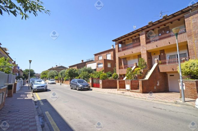 P-1784 Palafolls wonderful townhouse centrally with large garden (work Salmerón)