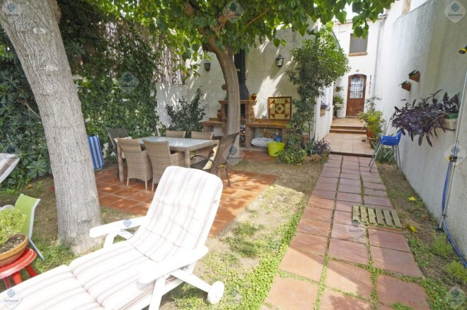 P-1794 Palafolls House with garden and garage for sale